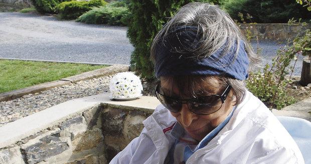 Hana Hegerová s fenkou francouzského buldočka Baboo