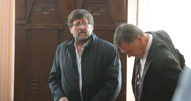Soud se sexuologem Weissem: Smrtelná zranění způsobila otci nepřipoutaná dcera, tvrdí patolog