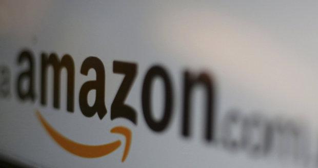 """Amazon si """"okroužkuje"""" zaměstnance. Sledovací náramek je napráší, že stojí a nepracují"""