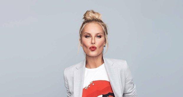 Simona Krainová vytvořila novou koleci oblečení pro českou značku Pietro Filipi. Toto tričko je jedním z kousků!