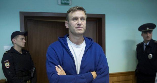 Putinův kritik 20 dnům vězení neujde. Navalnyj vyzývá k dalším protestům