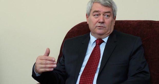 Šéf komunistů Filip varuje: Máslo je jen špička ledovce. Čekají nás další cenové šoky?