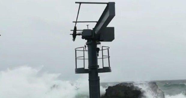 Hurikán Ophelia se na Azorských ostrovech projevil zejména silným deštěm a větrem