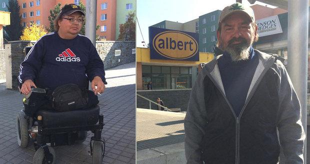 Pracovník ochranky supermarketu Albert napadl bezdůvodně dva může. Invalidu bez nohou se snažil shodit z vozíku a křičel na něj, že ho naučí chodit.