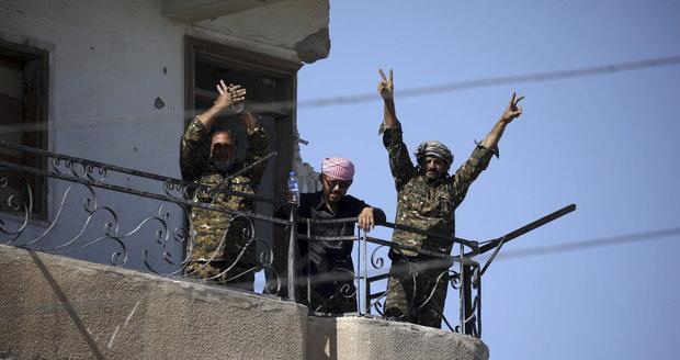 Hlavní bašta ISIS v Sýrii padla: Rakku dobyly arabsko-kurdské milice