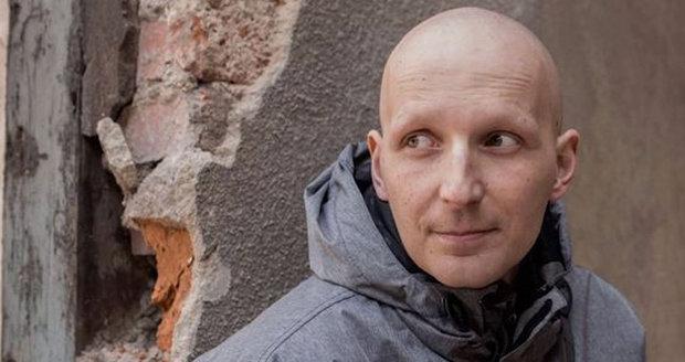 Mirkovi odmítla pojišťovna zaplatit léčbu rakoviny: Táta roční holčičky zemřel!