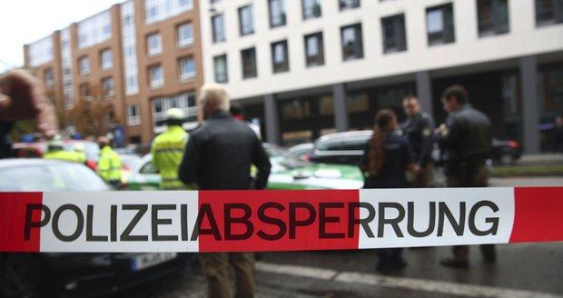 Neznámý muž v Berlíně zaútočil na turisty: Skupinu Mexičanů pobodal nožem