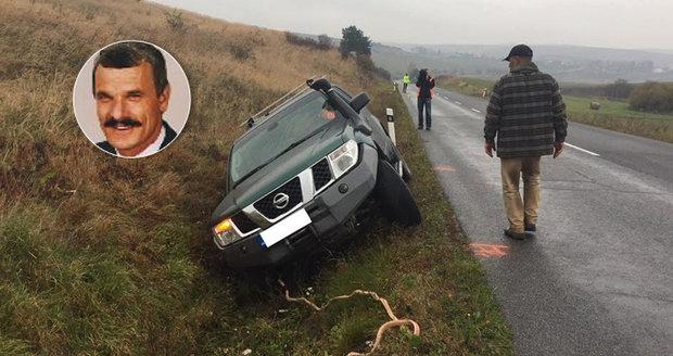 Exministr vnitra havaroval na rovném úseku: Po nehodě nafoukal