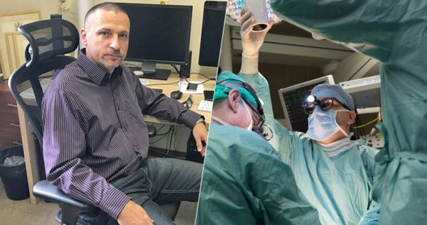 """20 hodin na operačním sále, """"zázračné"""" výměny střev či dělohy: Takhle žijí čeští chirurgové"""