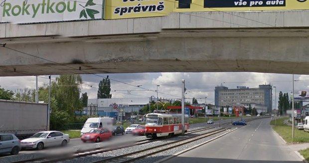 Kvůli prasklému vodovodnímu potrubí mezi Harfou a Hloubětínem nejezdí tramvaje. (ilustrační foto)