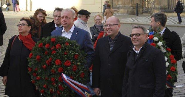 """ČSSD míří do opozice a chce nové tváře. """"Zbídačený"""" klub povede Chvojka"""