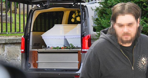 Pohřeb zabitých bratrů Libora a Petra: S dvojčaty (†17) v bílých rakvích se loučil i vrah