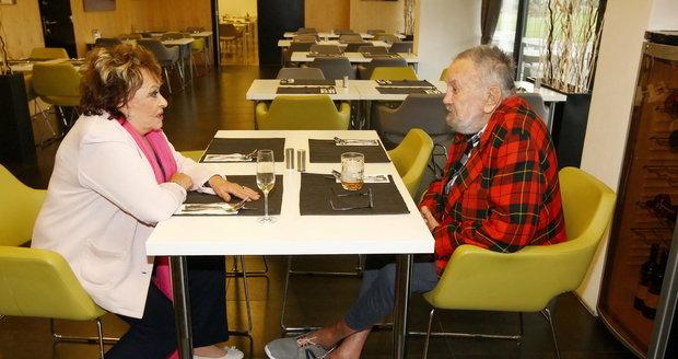 Jiřina Bohdalová se v Alzheimer Home Zátiší setkala s bývalým mužem Břetislavem Stašem.