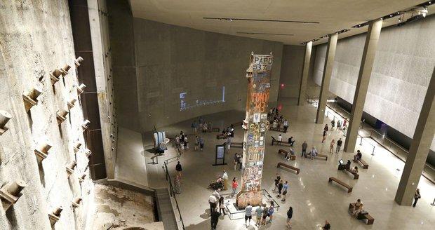 """""""Poslední sloup"""" byl z Ground Zero odstraněn až po devíti měsících. Po tu dobu na něj lidé psali jména obětí a vzkazy, lepili na něj fotky svých zesnulých milovaných a na jeho vršek byl napsán přibližný počet obětí z řad civilistů i záchranných složek."""