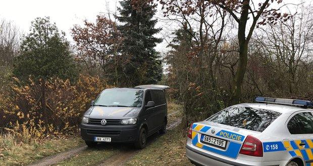 Policie šetřila úmrtí bezdomovce v chatce v Kunraticích.