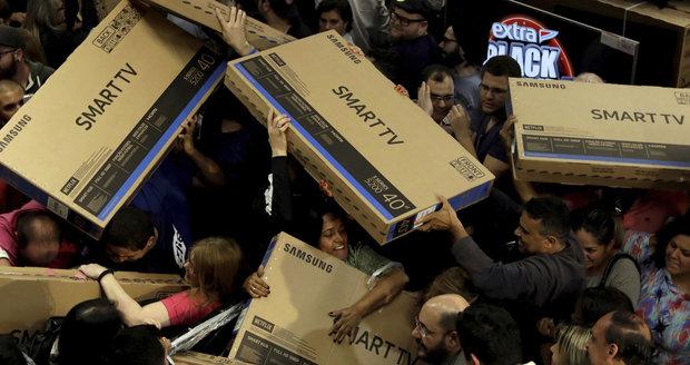 Nákupní horečka v USA: Tak vypadá Black Friday v zámoří