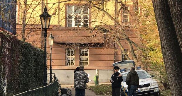 Bezdomovec ležel bez známek života v centru Prahy. (ilustrační foto)