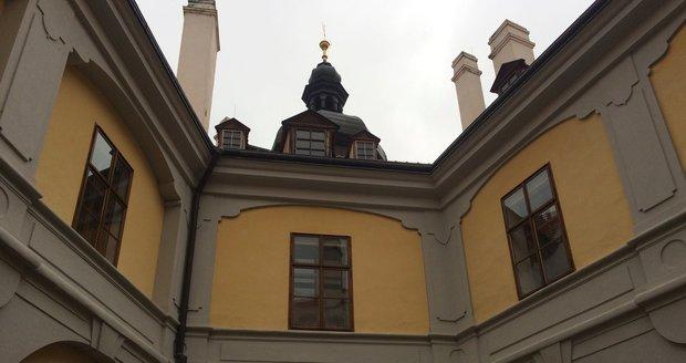 Výstava Praha v čase vánočním je situována v krásném zámku Ctěnice na severovýchodě Prahy.