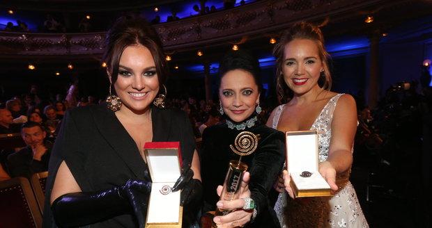 Tři Slavice Ewa Farna, Lucie Bílá a Lucie Vondráčková (zleva)
