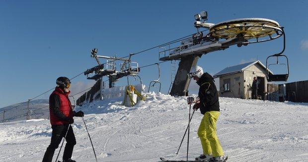 Lyžařské podmínky na severu Moravy nebudou v následujících dnech příznivé, fouká silný vítr. (Ilustrační foto)