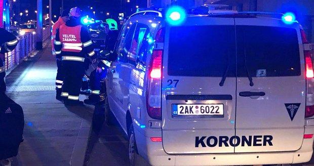 Noční nehoda v Kamýcké ulici se zkraje léta stala osudným jednomu cestujícímu. (ilustrační foto)