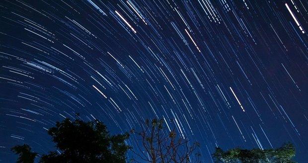 V noci vyvrcholí roj Geminidy. Na obloze zazáří až 1000 meteorů