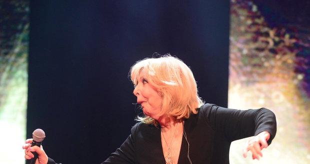 Roztančená Hana Zagorová na koncertě