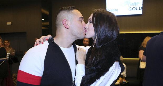 Kamila Nývltová s přítelem v kasinu