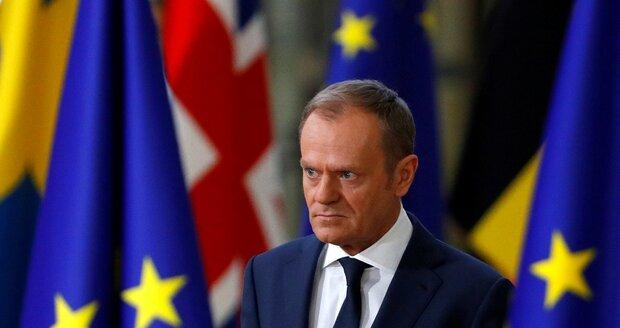 Summit unijních lídrů poslal jednání o brexitu do druhého kola. Kývli i Češi