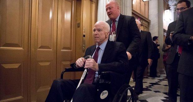 """Senátor vzdal boj s rakovinou. """"Překonal vyhlídky na to, jak dlouho bude žít,"""" říká rodina"""