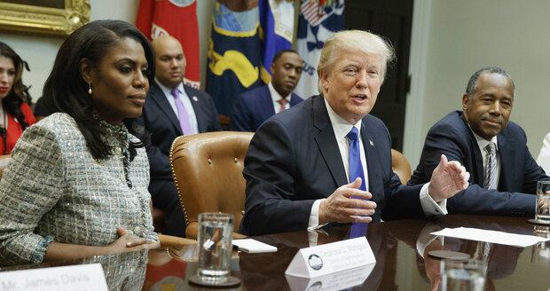 """""""V Bílém domě jsem to měla těžké."""" Skončila Trumpova asistentka kvůli rasismu?"""