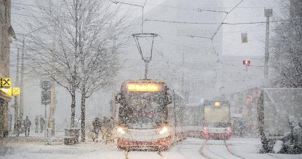 Počasí napříč Českem: Nasněžilo a teploty klesly pod nulu, přibývá nehod