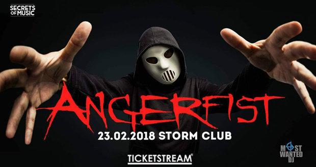 Zdvihněte pěst za maskovaného démona! Hardcore jednička Angerfist se vrací do Prahy