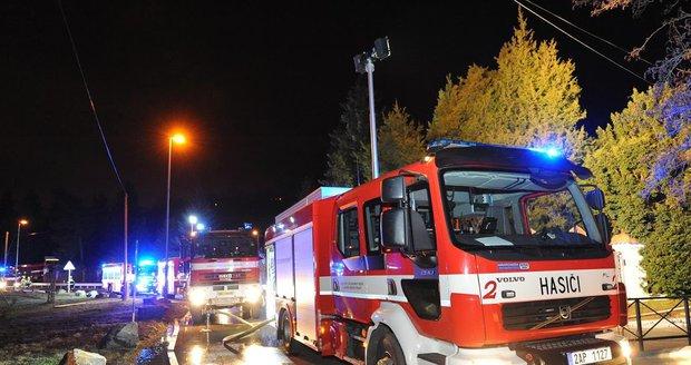 Přes 40 hasičů v akci: Požár lesa na Rokycansku se podařilo uhasit