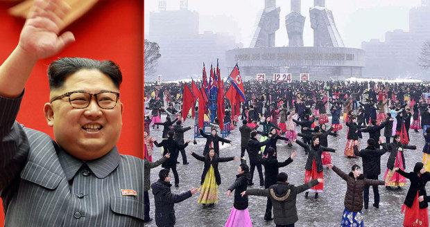 Festival tance v diktatuře: Kim Čong-un s úsměvem oslavoval babiččino výročí