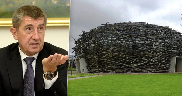 """""""Vraťte dotaci."""" Ministerstvo zveřejnilo kus zprávy OLAFu, v Čapím hnízdě byly nesrovnalosti"""
