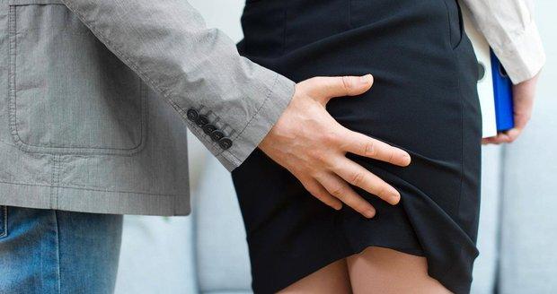 Osahávači i sexuální loudilové mohou zpátky do Parlamentu. Stačí jim omluvit se obětem