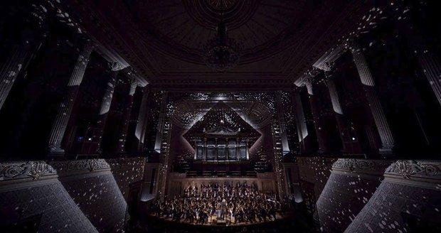Velkolepý umělecký zážitek v Rudolfinu: Speciální vizuální projekce promění Dvořákovu síň, k tomu zahraje orchestr
