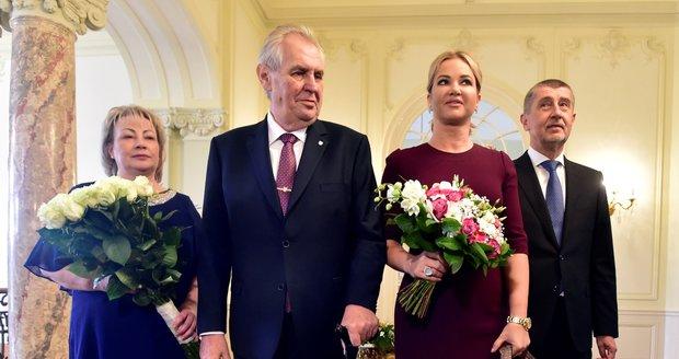 """""""Výměna manželek"""" v Lánech: Babišová ladí se Zemanem, Zemanová s Babišem"""
