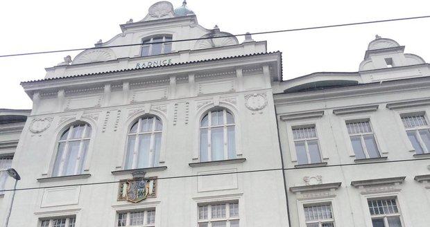 """Galerie 9 vystavuje ve """"staré"""" budově radnice Prahy 9."""