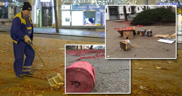 Praha se nepořádku po silvestrovské party zbaví až za několik dní. Do úklidu se zapojí 1400 lidí
