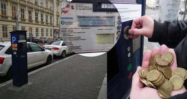 Než půjdete v Brně zaplatit parkování, rozbijte prasátko! Automaty berou pouze mince. Potřeba jich je až půl kila! Nové automaty na karty budou až na konci prázdnin.