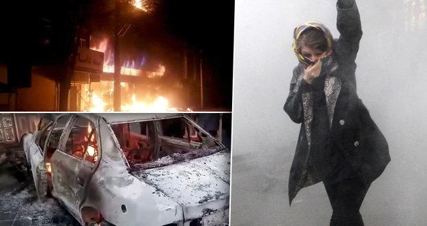 """""""Jsou oběťmi Velkého Satana."""" Podle generála se blíží porážka protestů v Íránu"""