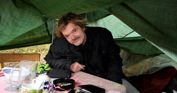 Václav Štádler (49) má vývod a to je kámen úrazu. Žádná ubytovna ho nechce přijmout, on by si ji přitom rád platil.