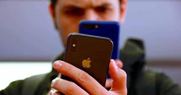 Falešný místostarosta objednává drahé mobily, fakturu firmám nikdo nezaplatí. (Ilustrační foto)