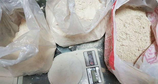 Čecha Michala chytili v Tchaj-wanu s taškou plnou drog: Dělal prý poslíčka dvěma místním mužům