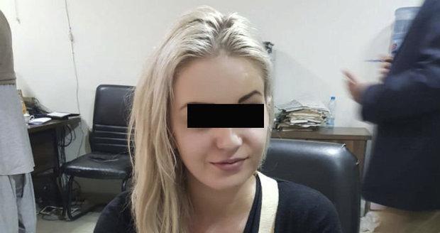 O pašeračku Terezu (21) se v Pákistánu perou! Chtějí ji získat hned tři vyšetřovatelé