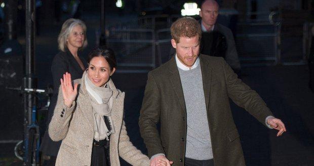 169eba625ef Princ Harry vyvedl Meghan  Zakrývalo volné oblečení těhotenství ...