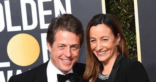 Hugh Grant a jeho těhotná partnerka Anna Elisabet Eberstein na Zlatých glóbech