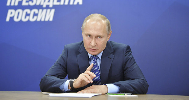 Putin za den získal 200 000 podpisů pro kandidaturu. Usiluje o 4. mandát